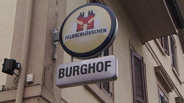 Schild eines Restaurants mit Aufschrift «Burghof».