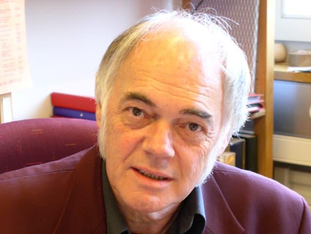 Hermann-Josef Venetz in seinem Büro.