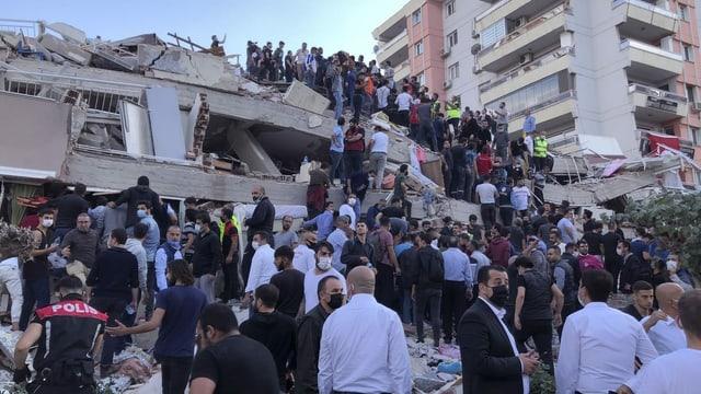 Nach dem Beben in der Türkei steigt die Opferzahl