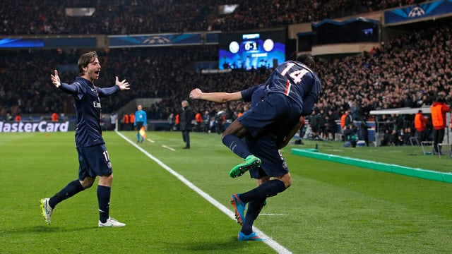 giugaders da PSG celebreschan in gol