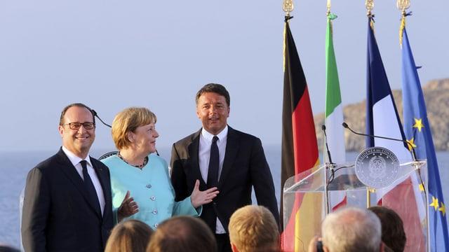 Il president franzos François Hollande, la chanceliera tudestga Angela Merkel ed il primminister talian Matteo Renzi.