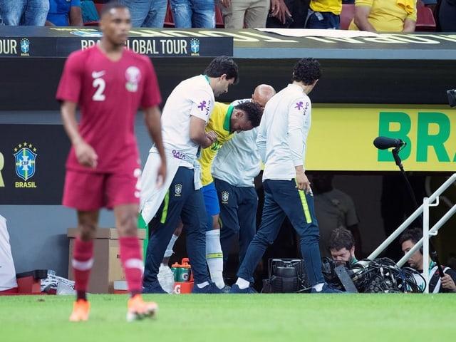 Brasiliens Superstar Neymar musste nach 20 Minuten ausgewechselt werden.
