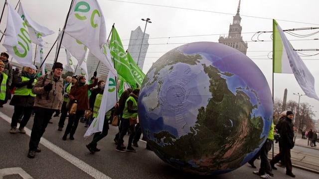 Demonstration am Rand der UNO-Klimakonferenz in Warschau