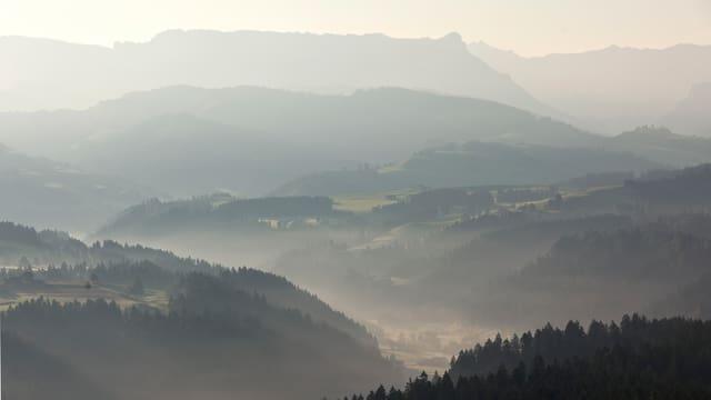 Blick auf Berge und Täler.