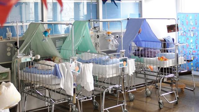 Neugeborene auf der Geburtsstation der Frauenklinik im Inselspital.