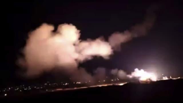 Videos da l'agentura da novitads siriana Sana mussan las rachetas datiers da Damascus.