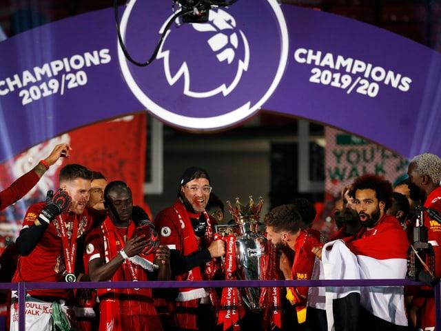 Der FC Liverpool feiert die Meisterschaft.