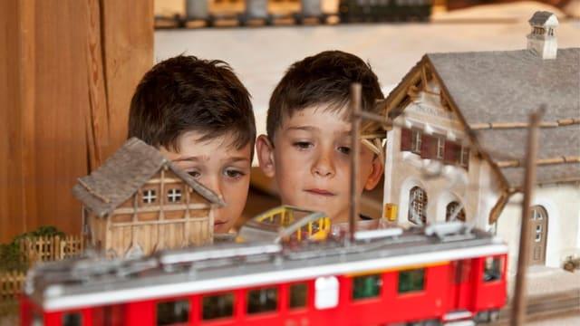 Modelleisenbahn und Kinder