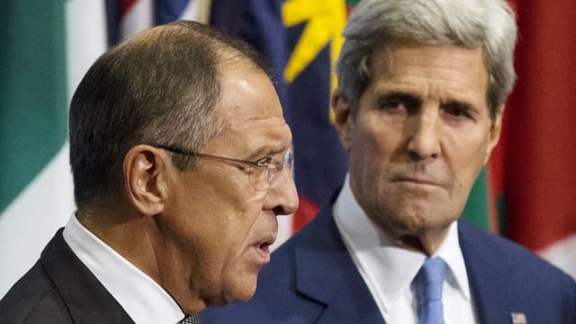 Lawrow und Kerry mit ernsten Minen.