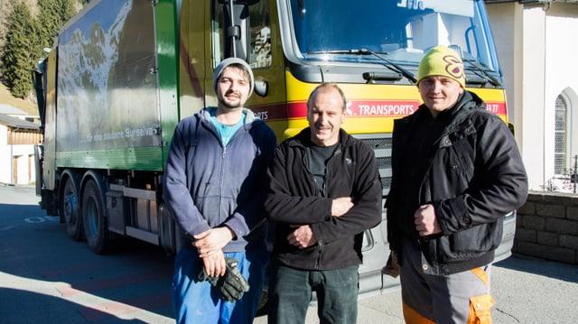 Mustaf Muzlijaj, Oscar Casaulta e Gheorghe Iustinian Stefan davant il camiun da rument