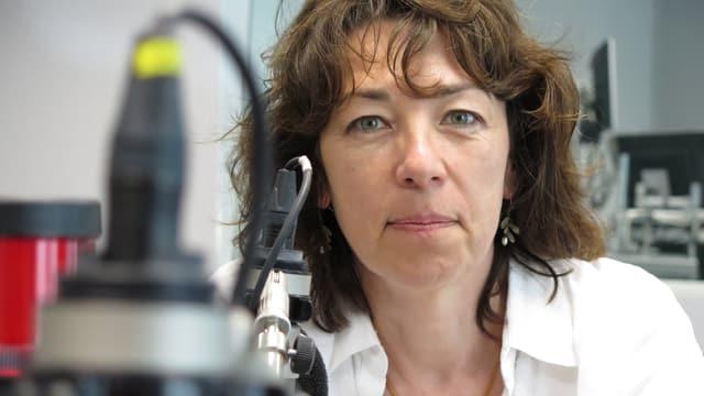 Susanne Brunner am Mikrofon.