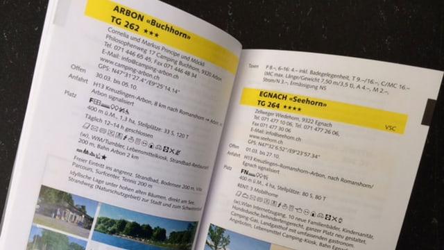 Aufgeschlagenes Buch mit Campingplatz-Bewertungen.