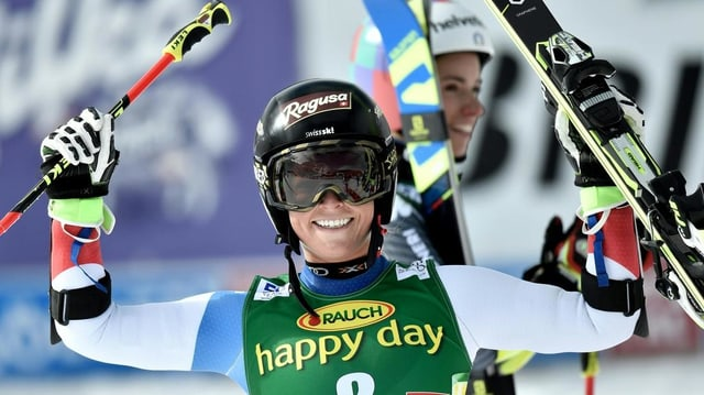 Lara Gut suenter la cursa da slalom gigant a Sölden.