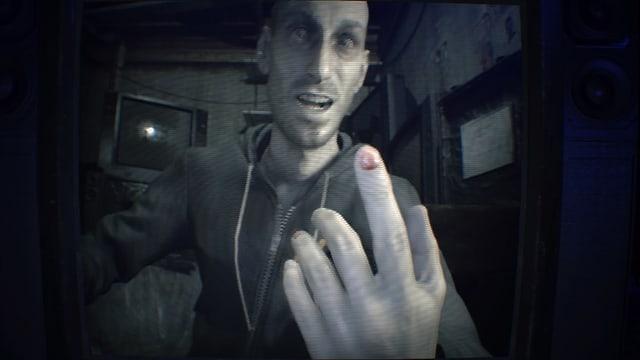 Der Sohn der Familie Baker hat sich gerade einen Fingernagel vor unseren Augen ausgerissen.