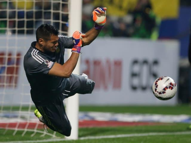 Romero hält einen Penalty