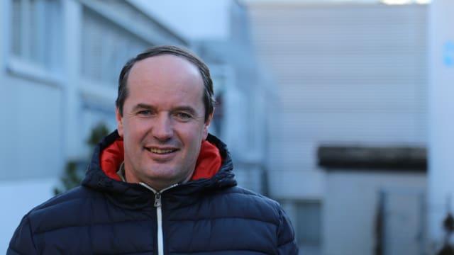 Purtret da Stefan Schmid, il president communal da Val Son Pieder.