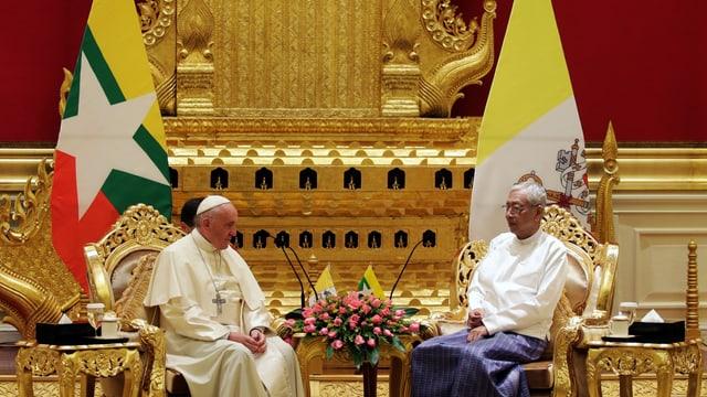Papst Franziskus bei der Begrüssungszeremonie im Präsidentenpalast von Naypyitaw