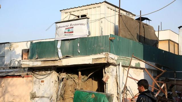 Kaputtes Gebäude mit der Aufschrift «libanesisches Restaurant».
