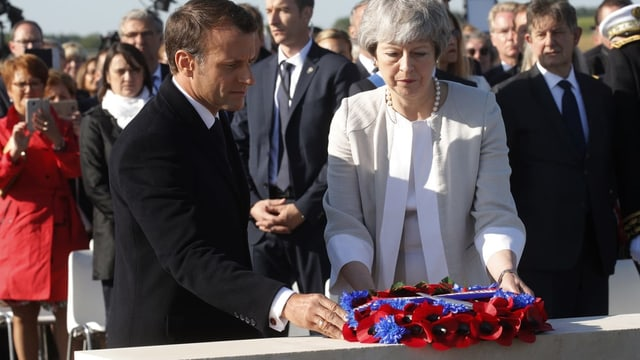Macron und May bei der Kranzniederlegung