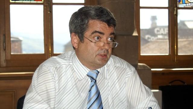 Der ehemalige Schwyzer Kantonsgerichtspräsident Martin Ziegler an einer Medienkonferenz.
