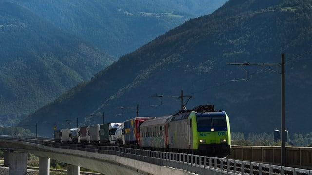 BLS-Zug am Lötschberg.