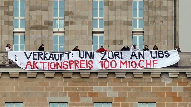 Im April 2012 demonstrierte die Juso gegen das Sponsoring der UBS an der Uni Zürich.