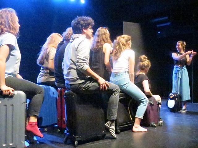 Jugendliche auf der Bühne