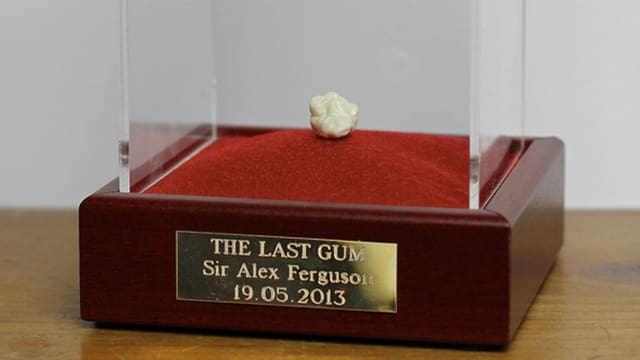 So wurde der angeblich letzte Kaugummi von Sir Alex Ferguson auf Ebay angeboten.