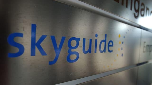 Purtret dal logo da Skyguide.