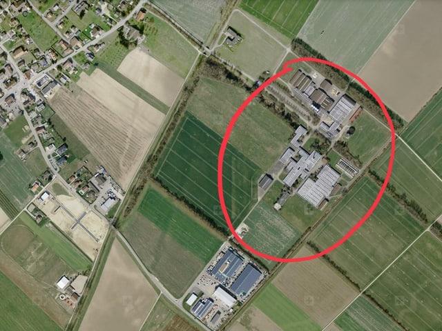 Vista da l'areal nua che la fabrica duai vegnir bajegiada.