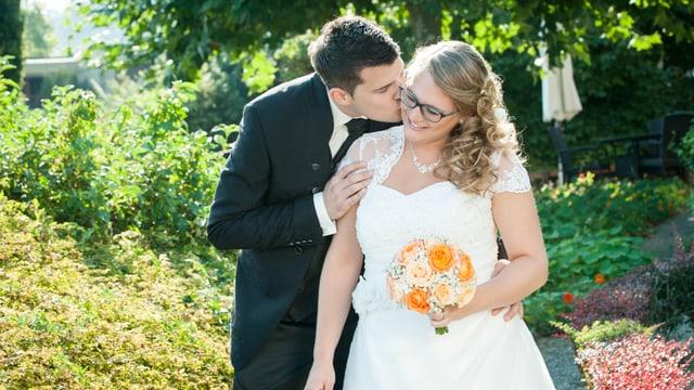 Ein frisch gemähltes Brautpaar.