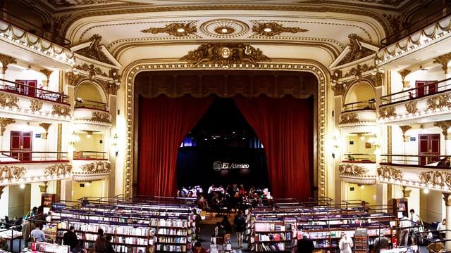 Theatersaal, der in eine Buchhandlung umfunktioniert wurde.