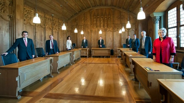 Gruppenfoto der sieben Mitglieder im Regierungsrat.