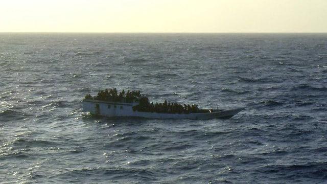 Schiff mit Flüchtlingen