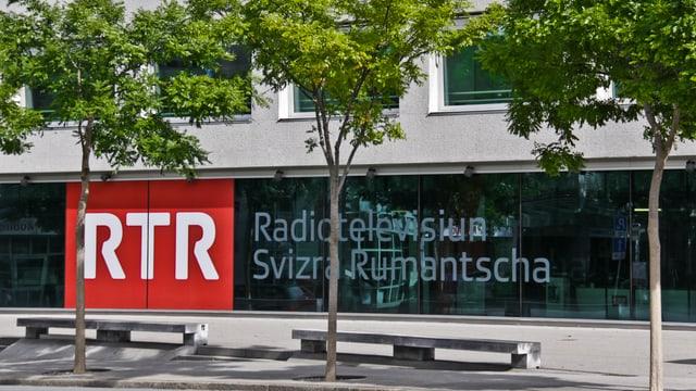 fassada cun logo RTR