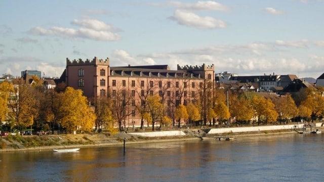 Kaserne mit Rhein