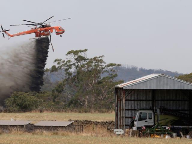 Ein Löschhelikopter im Einsatz
