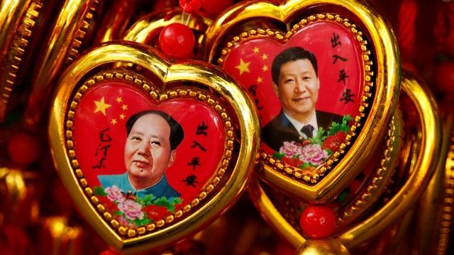 Mao und Xi auf Souvenirartikeln.