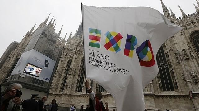 bandiera cun logo da l'expo a Milaun
