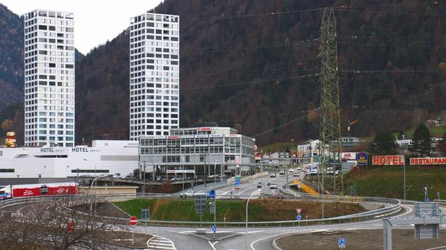 Der Kreisel, im Hintergrund die City West Hochhäuser