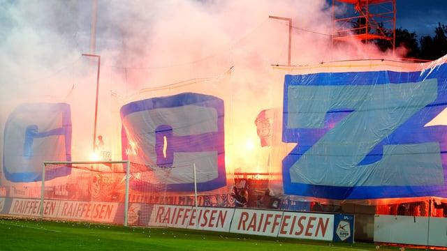 grosse GCZ Buchstaben, im Hintergrund Feuer und Rauch
