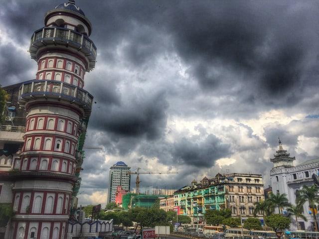 Rangun, der Himmel