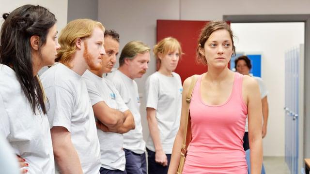 Marion Cotillard spielt die Arbeiterin Sandra, die entlassen werden soll.
