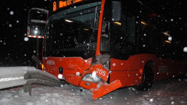 Bus auf der Unfallstelle