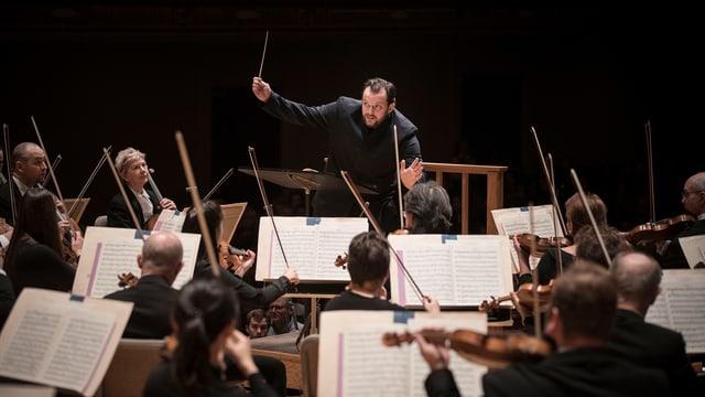 Bild von Andris Nelsons, er ist ist ein lettischer Dirigent und 21. Gewandhauskapellmeister des Leipziger Gewandhausorchesters sowie Chefdirigent und Musikdirektor des Boston Symphony Orchestra