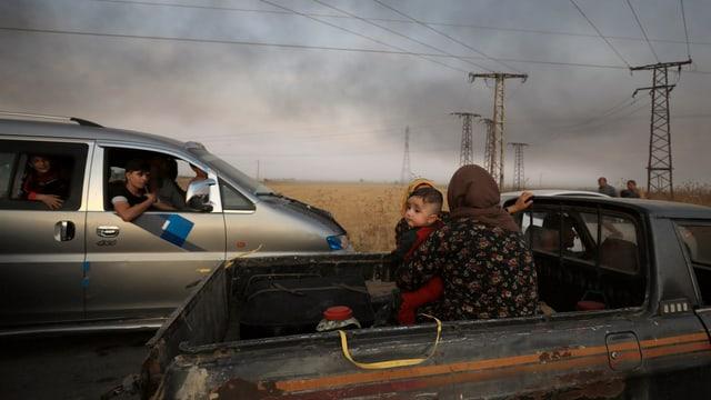 Flüchtlinge auf Pick-up-Trucks (9. Oktober)