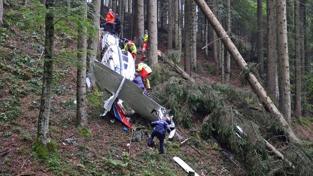 Abgestürztes Kleinflugzeug bei Ramersberg oberhalb Sarnen.