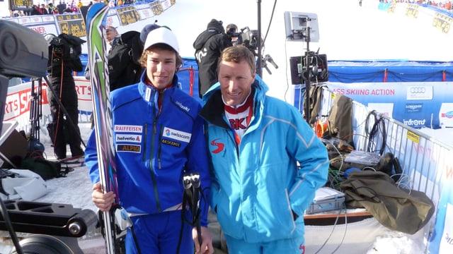 Pirmin Zurbriggen und sein Sohn stehen im Zielgelände.