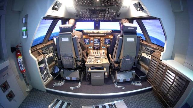 Blick ins Cockpit einer Boing 747.