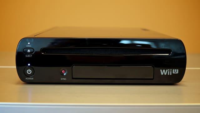 USB-Anschlüsse vorn, ein Slot für Spiel-Disks - aber keine DVDs oder Blu-Rays.